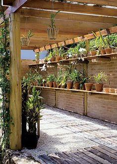 Pallet Gardening/Potting Porch I miss my green house. House Plants Decor, Plant Decor, Landscape Design, Garden Design, Growing Orchids, California Garden, Diy Greenhouse, Terrace Garden, Pergola Plans