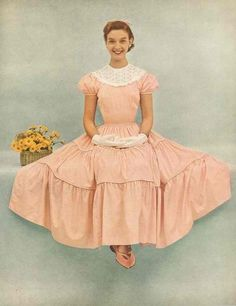 Fashion ~ with sweet Southern charm, in pretty Peach 50s Dresses, Lovely Dresses, Vintage Dresses, Vintage Outfits, 1950s Fashion, Vintage Fashion, 1990s, Dress Sites, Retro Mode