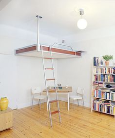 Camas 'suspendidas', una solución para pisos pequeños.