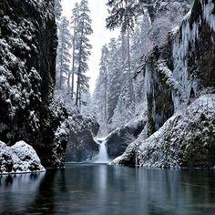 Eagle Creek Gorge, Punchbowl Falls, Oregon
