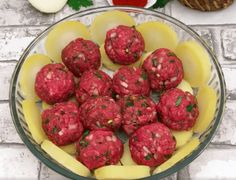 Boil Potatoes And Slice Them. Arrange With Meatballs And Cheese And Bake For A Delicious French Treat - newsronian Cooking Tv, Cooking Recipes, Easy Recipes, Dinner Recipes, Healthy Recipes, Hamburger And Potatoes, Brown Sugar Pork Chops, Sliced Potatoes, Boil Potatoes