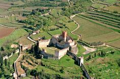CASTLE OF SOAVE ~ Italy. Built up in the century, The castle was further restored by the Scaligeri. Republic Of Venice, Wanderlust, Castle Wall, Verona Italy, Regions Of Italy, Royal Life, Lake Garda, Beautiful Places To Travel, Fortification