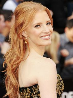 Jessica Chastain at the Oscars '12. she definately won my vote for best dresed