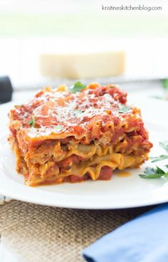 Easy Slow Cooker Lasagna - 20 minutes of prep and then your crock pot does the rest! Fall Crockpot Recipes, Slow Cooker Recipes, Cooking Recipes, Slow Cooking, Cooking Game, Cooking Dishes, Crockpot Meals, Slow Cooker Lasagna, Crock Pot Slow Cooker