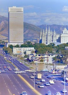 38 Amazing Photos That Capture Street Scenes of Salt Lake City in the ~ vintage everyday Roads And Streets, City Streets, Cities In Utah, Milwaukee Downtown, Seattle Hotels, Temple Square, City Road, Salt Lake City Utah, City Wallpaper