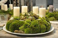 Fall in love with the most dazzling centerpiece ideas for your dining room decor… - All About Decoration Noel Christmas, Green Christmas, Outdoor Christmas, Winter Christmas, Christmas Crafts, Christmas Arrangements, Christmas Centerpieces, Xmas Decorations, Colorful Centerpieces