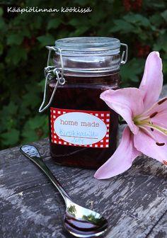 Life is just a bowl of cherries - makean vaniljainen kirsikkahillo Cherries, Sauces, Mason Jars, Homemade, Mugs, Tableware, Life, Maraschino Cherries, Dinnerware