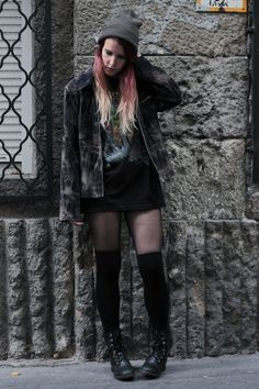 Grunge autumn outfit with thigh socks. More photos on frogoncatwalk.com | IG @sofibalogh