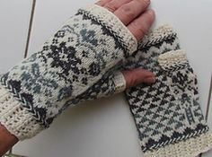 Ravelry: A hand to hold/En hand å holde i pattern by Randi K Design Knitted Mittens Pattern, Fair Isle Knitting Patterns, Christmas Knitting Patterns, Fingerless Gloves Knitted, Knitting Charts, Knit Mittens, Knitting Stitches, Knitting Designs, Knitting Projects