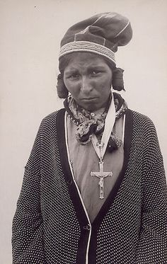 Innu (Montagnais) woman, probably taken at North West Rive… Native American Photos, Native American Tribes, American Indian Art, Native Americans, Shawnee Indians, Native American Genocide, Cowgirl And Horse, Indian Tribes, Canada