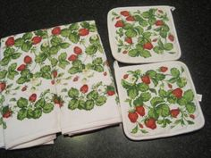 Strawberry pot holder tea towl lot red green table linen kitchen NEW
