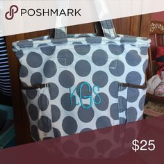 Thirty-one Metro tote Here's another patch opportunity!! Tote is clean, excellent condition, no rips, tears, or stains. Comes with a distressed edge along the top. thirty-one Bags Totes