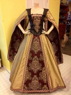 I like the sleeves. But I don't like the bodice is black. From Pendragon costumes