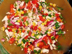 """Салат """"Разноцветный""""  ПОНАДОБИТСЯ 1 баночка консервированной кукурузы 1 красный болгарский перец 2-3 свежих огурца 3 варёных яйца 200 г ветчины (варёной колбасы) зелень, майонез по вкусу  ПРИГОТОВЛЕНИЕ 1. Яйца очистить, мелко нарезать. Сладкий перец, огурцы, колбасу нарезать кубиками. Из кукурузы слить жидкость. 2. Яйца, перец, огурцы, ветчину, кукурузу соединить и хорошо перемешать. 3. Салат заправить майонезом по вкусу, вновь перемешать и выложить на блюдо. Украсить зеленью и подать к…"""
