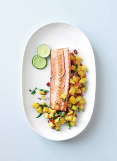 Salmon with Mango Salsa Dinner For One, Mango Salsa, Frisk, Salmon, Seafood, Food And Drink, Mexican, Ethnic Recipes, Dinner Ideas