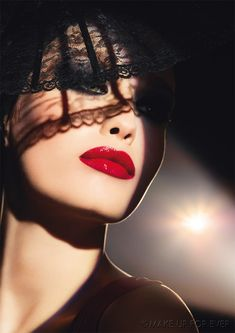 we're dreaming of #filmnoir and the perfect #redlip