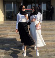 Admirations of hijab Modern Hijab Fashion, Street Hijab Fashion, Hijab Fashion Inspiration, Muslim Fashion, Modest Fashion, Skirt Fashion, Fashion Outfits, Hijab Look, Hijab Style