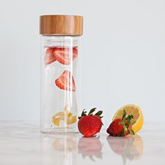 ~AquaOvo Glass Infuser This EcoThermal Glass Infuser is the ultimate eco-chic antidote to bottled water, styrofoam cups and smelly plastic bottles! Whether working up a sweat or maintaining that warm weather glow, this beautiful vessel will keep you hydrated throughout the day. Enjoy loose-leaf tea infusions without wasteful paper cups or paper filters or add citrus and herbs to cold water or iced tea.