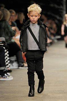 New Generals: On the catwalk Little Kid Fashion, Kids Fashion, Minimalist Kids, Hair Due, Little Fashionista, Stylish Kids, Kid Styles, Grey Fashion, Outfits For Teens