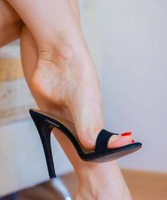 High Heels, Shoes Heels, Gorgeous Feet, Beautiful, Ballerina Shoes, Women's Feet, Sexy Legs, Things To Buy, Peep Toe