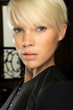 Look & Hairstyle : Blonde pixie Models Without Makeup, Medium Hair Styles, Short Hair Styles, Hair Medium, Balmain, Hair Color Brands, At Home Hair Color, Hair Colour, Sassy Hair