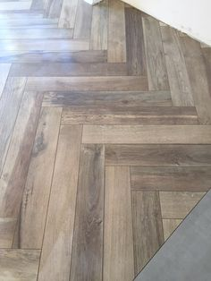Visgraat houtlook tegels Kronos woodside oak 15x90 cm Flooring, Hardwood Floors, Tile Design, Home Remodeling, Indoor Outdoor, My House, Tile Floor, Surface, Interior Design