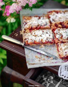 plum cake slices, recipe in polish Raw Food Recipes, Sweet Recipes, Cookie Recipes, Dessert Recipes, Desserts, European Dishes, Polish Recipes, Polish Food, Plum Cake