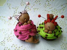 Cupcake Joaninha bombonzinho p/ Janaina by Sonho Doce Biscuit *Vania.Luzz*, via Flickr