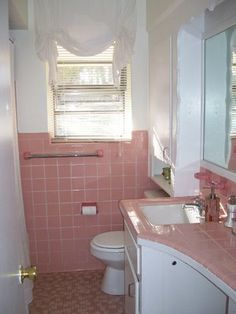 Bradbury atomic age wallpaper makes these two 1950s pink bathrooms even more luscious atomic - Pink tile bathroom decorating ideas ...