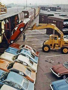 El Chevrolet Vega fue diseAВ±ado para poderse enviar a otros lugares de manera vertical sin que sufriera ningA? Chevrolet Vega, Gm Chevy, Chevy Van, Chevy Impala, Chevy Trucks, General Motors, Amc Javelin, Car Carrier, Rail Car