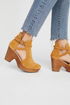 Women Boots Leather Boots For Men White Pants Black Boots Outfit Best Waterproof Fashion Boots Outfits To Wear With High Boots Espadrille Wedges Closed Toe, Heeled Espadrilles, Cute Shoes, Me Too Shoes, Black Boots Outfit, Mode Grunge, Shoes 2018, Brown Loafers, Leather Clogs