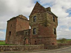 Burleigh Castle in the blush, Milnathort, Perthshire, Scotland | Photo by Michael Oglethorpe on Flickr (Copyright, all rights reserved) at: https://www.flickr.com/photos/40141268@N00/4595035082/