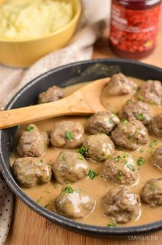 Swedish Meatballs and Gravy Slimming Eats Swedish Meatballs and Gravy – gluten free, Slimming World and Weight Watchers friendly Slimming World Dinners, Slimming World Recipes Syn Free, Slimming World Diet, Slimming Eats, Slimming Word, Slow Cooker Recipes, Beef Recipes, Cooking Recipes, Healthy Recipes