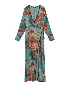 Zara has just launched a wedding guest collection—and it's as epic as you'd imagine. We love this slinky floral kimono because you can wear it casually over jeans too. Kimono Fashion, Boho Fashion, Vintage Fashion, Womens Fashion, Zara Fashion, Green Kimono, Green Dress, Floral Kimono, Moda Kimono