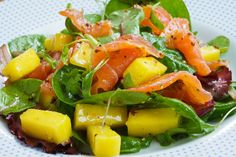 Smoked Salmon and Mango Salad Smoked Salmon Salad, Smoked Salmon Recipes, Healthy Salmon Recipes, Salad Recipes, Canapes Recipes, Mango Recipes, Salmon Recipe Pan, Mango Salat, Comfort Food