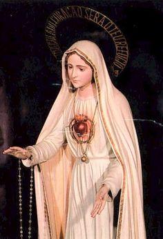 Virgen de Fátima / 10 de Diciembre / Años: 1925 y 1926 / Lugar: Pontevedra, Galicia, España / Apariciones de la Virgen con Su Corazón cercado de espinas a Sor María Lucía de Jesús Dos Santos (1907-2005).