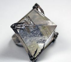 Sevan Bicakci Collection / Sevan Bicakci - Bloodmilk crystal tomb ring
