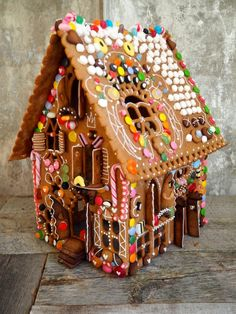 The world's most beautiful gingerbread house Cardboard Gingerbread House, Gingerbread House Designs, Gingerbread Decorations, Christmas Gingerbread House, Christmas Treats, Gingerbread Houses, Christmas Cookies, Pancake Art, Candy House