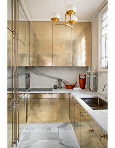 Кухня в цветах: серый, светло-серый, белый, бежевый. Кухня в стилях: классика, арт-деко, французские стили.
