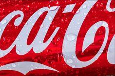 STARKE LOGOS - Wiedererkennung garantiert // Viele Menschen assoziieren bei einem Logo mit roter Farbe und weißem Schriftzug einen der größten Getränkeproduzenten der Welt. Was diesen hohen Wiedererkennungswert verursacht, lesen Sie in unserem neuesten Artikel auf nahgedacht.de.