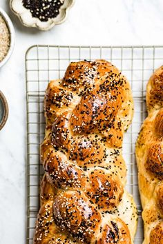 Learn how to make Challah bread recipe with step by step photos and a video on how to knead, roll, and braid this Jewish braided egg bread for not only delicious but also a gorgeous loaf. #challah #challahbread #jewisheggbread #braidedbread Challah Bread Recipes, Healthy Bread Recipes, Healthy Breakfast Recipes, Brunch Recipes, New Recipes, Vegetarian Recipes, Cooking Recipes, Recipies, Meal Prep For Beginners