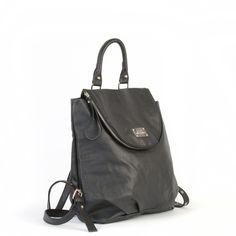 La #mochila Susan de Misako es un elegante y chic backpack con una decorativa cremallera que bordea la solapa y le da un toque urban-chic. #UrBaN #Chic