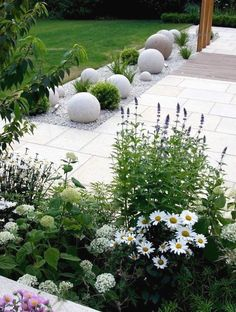 Fresh and Beautiful Front Yard Landscaping Ideas (34) #LandscapingIdeas