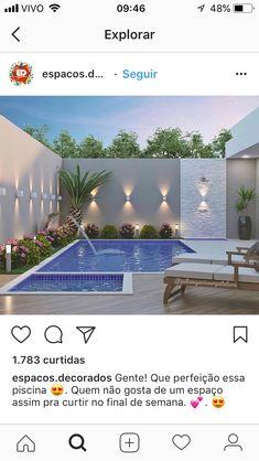 Integração de piscina com borda e deck de madeira. Swimming Pool House, Swimming Pool Designs, Swimming Pools, Backyard Pool Landscaping, Backyard Pool Designs, Landscaping Ideas, Acreage Landscaping, Desert Backyard, Narrow Backyard Ideas