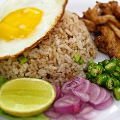 Food from Indonesia: Nasi Goreng (Indonesian Fried Rice) Malaysian Cuisine, Asian Street Food, Indonesian Cuisine, Nasi Goreng, Nigerian Food, Asian Recipes, Ethnic Recipes, International Recipes, Fried Rice