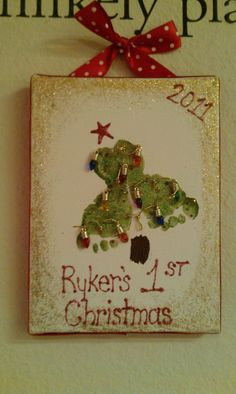 First Christmas Craft crafts Close Santiago what a clever idea Christmas Projects, Crafts To Do, Holiday Crafts, Holiday Fun, Crafts For Kids, Christmas Ideas, Room Crafts, Babies First Christmas, Christmas Baby