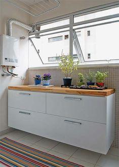 Além de gavetões (um para roupas sujas e o outro para as lavadas), o módul...