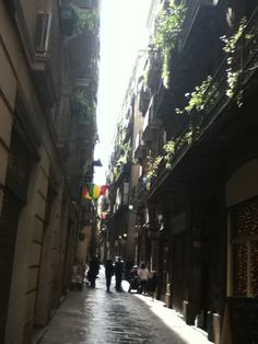 Streets of old Barcelona in the middle of the afternoon