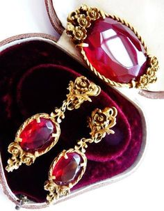 Coro red roses brooch pin earrings set  faux ruby red garnets