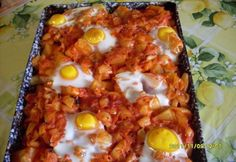 Scalloped potatoes with fried eggs with Ratatouille Hungarian Recipes, Kaja, Ratatouille, Main Meals, Potato Recipes, No Cook Meals, Casserole, Brunch, Potatoes